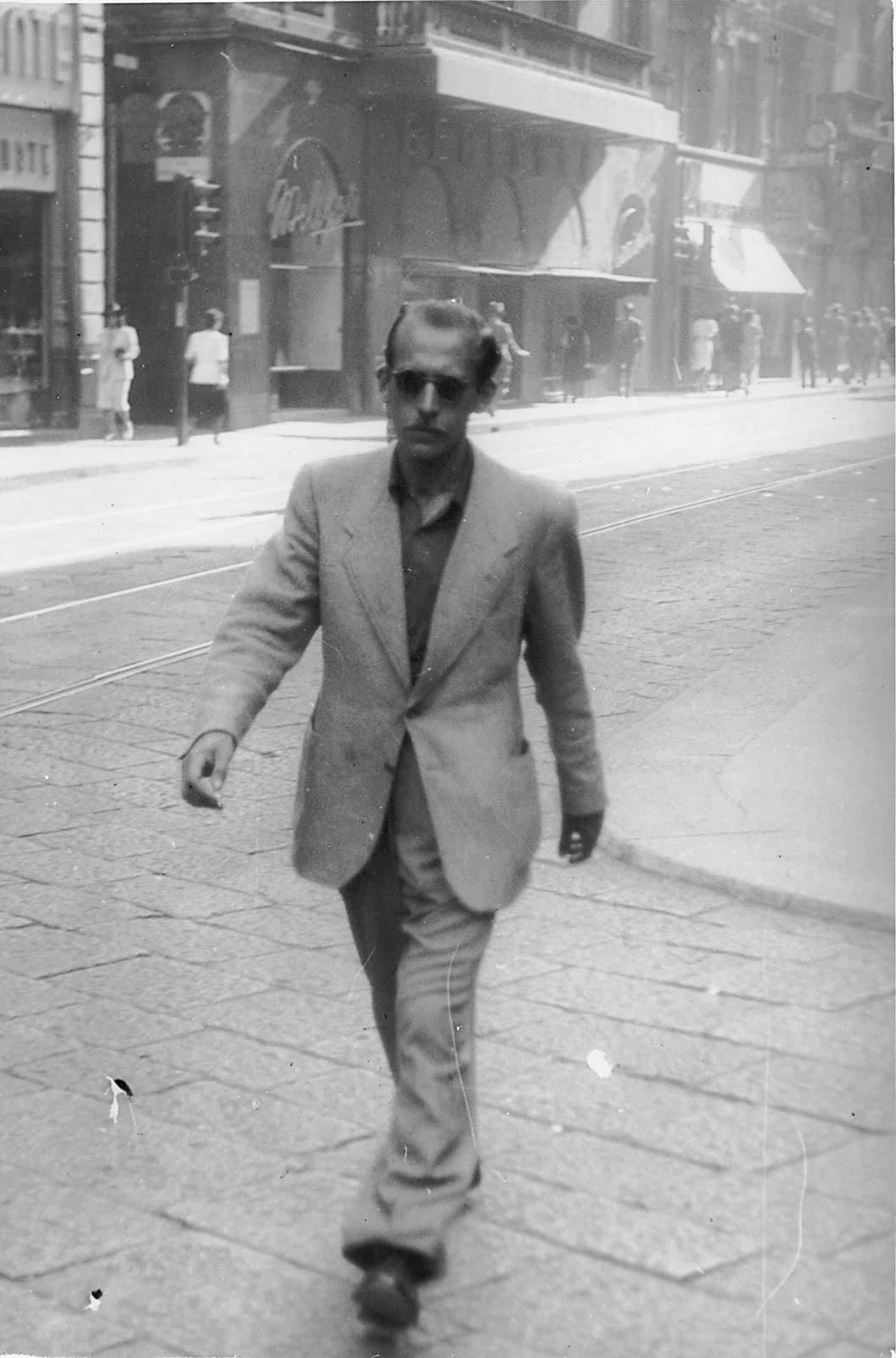 Steinberg in Milan, 1930s. Saul Steinberg Papers, Beinecke Rare Book and Manuscript Library, Yale University.