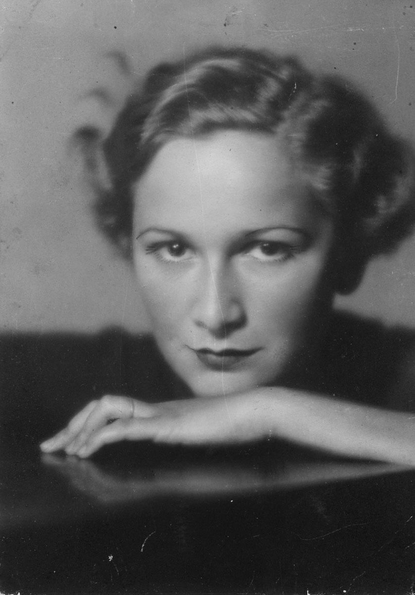 Hedda Sterne, c. 1930. Collection of Daniela Roman.
